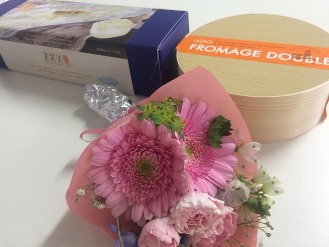 女性スタッフの皆さまが チーズケーキ好きと知って 北海道展で買ってくださいました♪